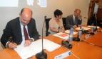 Rosa Pavanelli PSI General Secretary firma el acuerdo