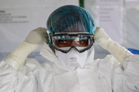 Ebola Personal Protective Equipment - Photo:UNMEER/Martine Perret - Creative Commons