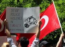 Photo by Elif Altinbasak - Turkish flag + banner calling to stop police violence